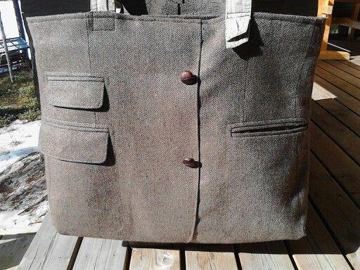 Miesten vanhasta puvuntakista muotoutui laukku