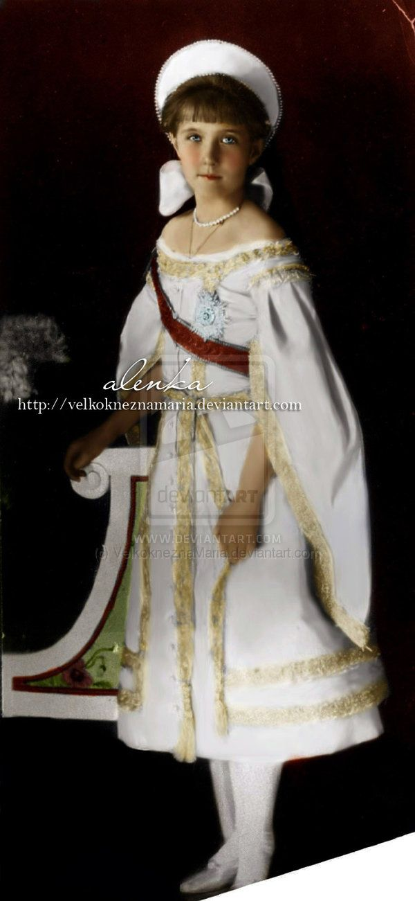 1911 - Anastasia in full court dress