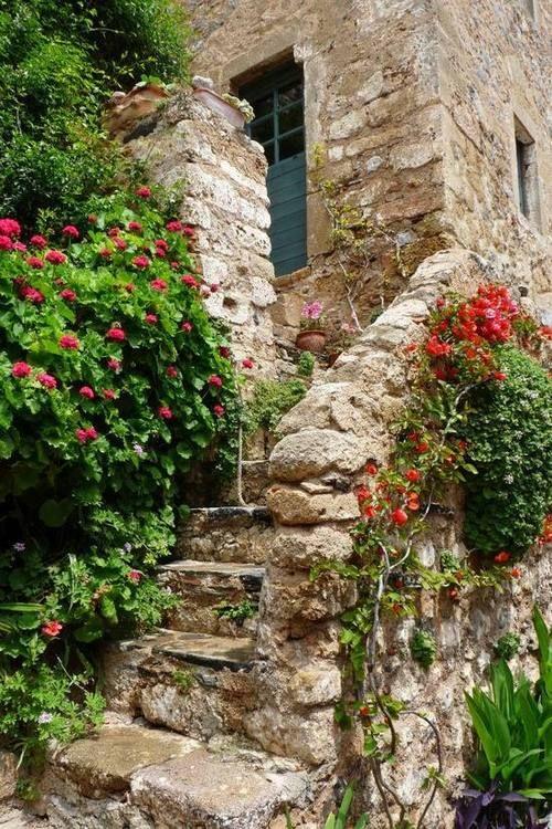 Στη Μονεμβασιά του Γιάννη Ρίτσου.  the Monemvasia of Giannis Ritsos Greece