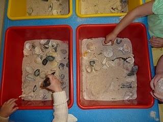 Ocean theme activities! This is a great sensory activity for preschoolers
