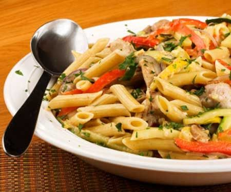 Tuscan Chicken Pasta    Ingredients:  • Barilla Plus penne pasta  • Chicken breasts  • Salt and pepper  • Olive oil  • Garlic  • Dried rosemary  • Cannellini beans  • Roasted red pepper  • Baby spinach leaves  • Grated parmesan     Nutrition facts per serving: 405 cal, 6.3 g fat (1.7 g sat), 46.4 g carbs, 8.9 g fiber, 39.5 g protein: Olive Oil, Chicken Recipes, Weight Loss, Lose Weight, Tuscan Chicken, Healthy Weight, Chicken Pasta, Healthy Recipes, Weight Fast