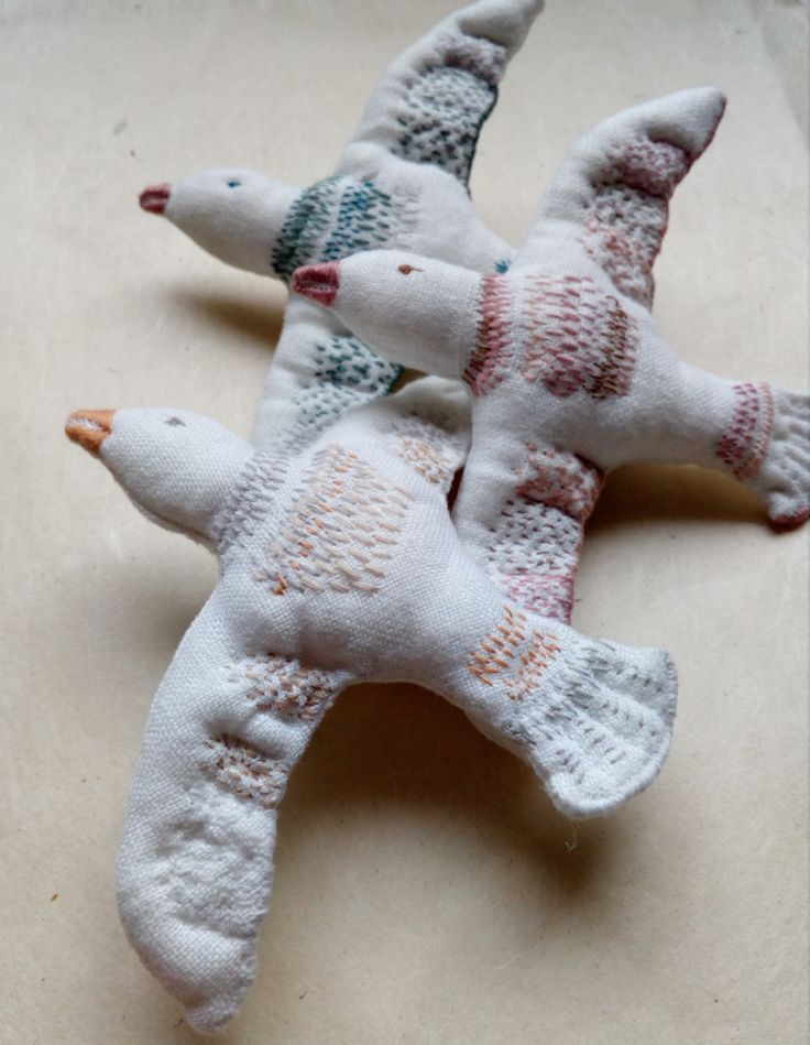 100% linen, Birds / broochs with hand embroidery JEN LEN atelier / Marketa Vachalova Vojtiskova, Czech republic
