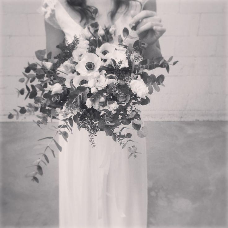 MOONS Varsovie silk wedding dress + white flowers. Best couple.