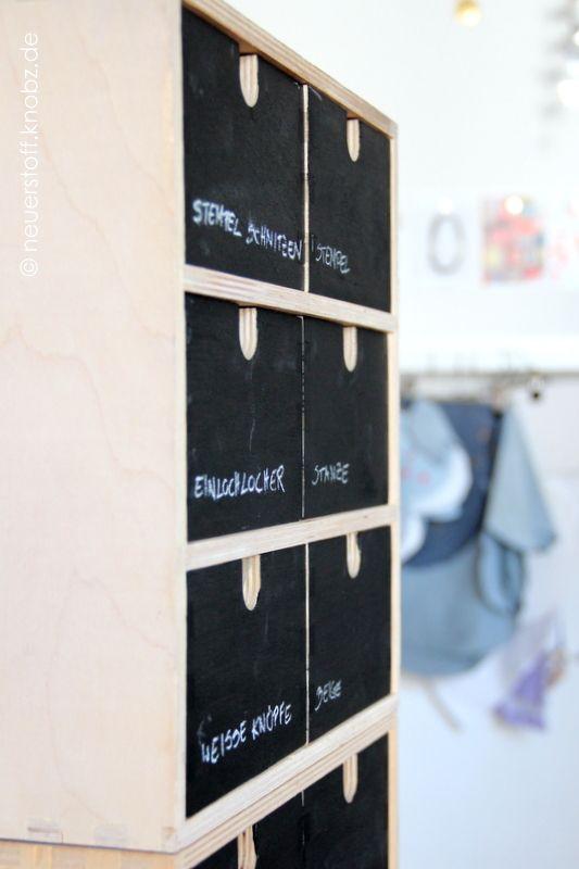 Tafelfarbe, Mini-Kommode Make Over, Schubladenschrank, Schubladen beschriften, Beschriftungsmethode, aufgeräumt, Dymo, Kreativblog, Anleitung, knobz, Moppe