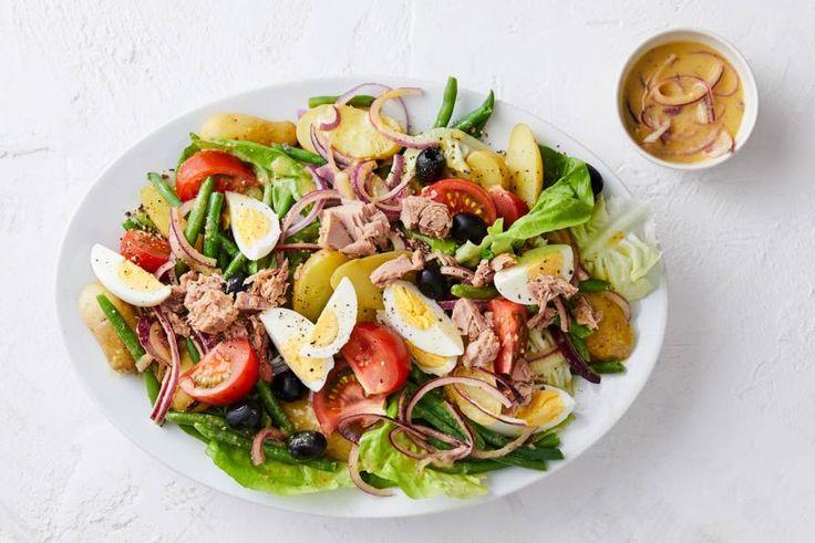 Deze salade van krieltjes, tonijn, ei en sperziebonen is een echte Franse klassieker.- Recept - Allerhande