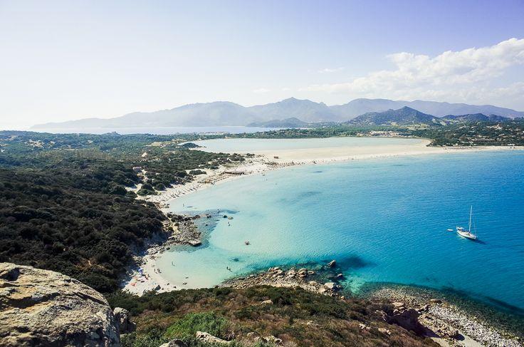 Besser hätten unsere Flitterwochen auf Sardinien nicht starten können. Wir waren sofort verliebt in das süße Städtchen Villasimius.