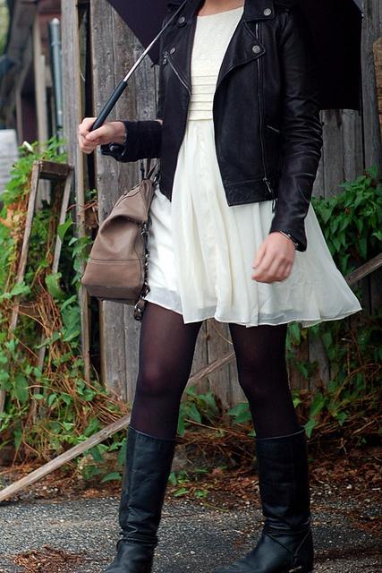Rain Weather Outfit, Dresses Leather, Black Boots, Rain Fashion, Leather Jackets, Chiffon Dresses, Rainy Days, Rainy Day Outfit, Rainy Dresses Outfit