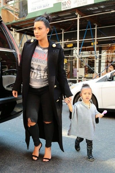 Kim Kardashian Photos - Kim Kardashian And Daughter North West Out And About In New York - Zimbio