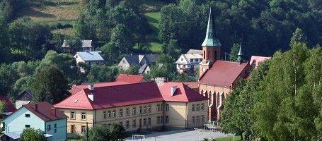 Gimnazjum nr. 1 w Stryszawie oraz Kościół św. Anny