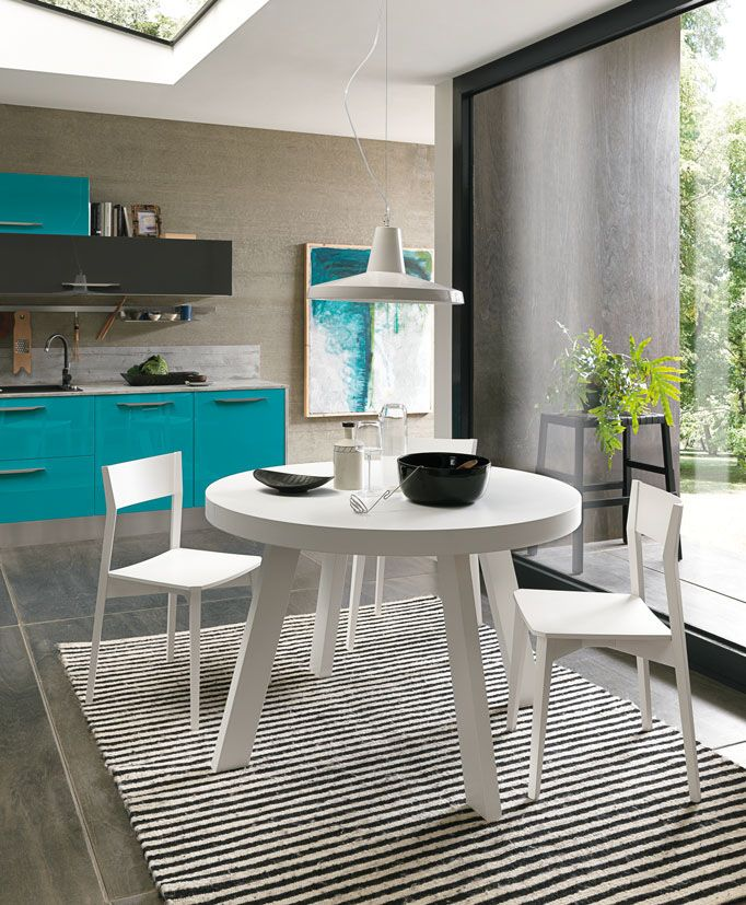 """Nothing says """"Beach"""" quite like turquoise and white."""