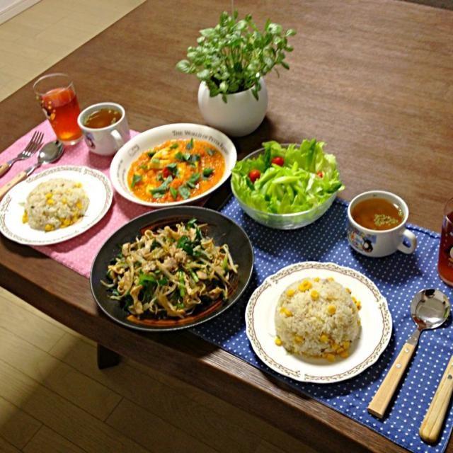 トマト煮の上に散らしてるバジルは、家庭菜園で育てたものです。う〜ん!良い香り! (^-^) - 19件のもぐもぐ - 豚肉ともやしの黒胡椒炒め、イカのトマト煮、アスパラガスのサラダ、コンソメスープ、コーンガーリックライス by pentarou