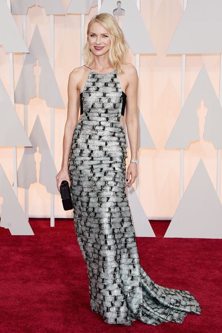2015 Oscars Red Carpet - Naomi Watts in armani.  During this awards season Naomi has looked as if he were still in their 30s, there is no doubt that her beauty is eternal. And she knows it, so she don't hesitate for a second to make choices like this, highlighting her strengths that make her look young, and in this case risky and successful.