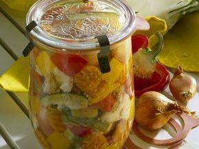 Gemischtes eingelegtes Gemüse Rezept | EAT SMARTER