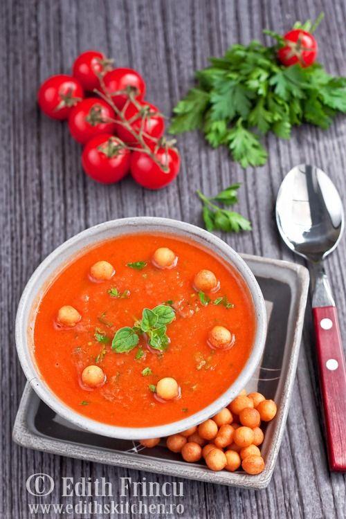 SUPA CREMA DE ROSII- O supa numai buna pe canicula, mancata rece sau putin calduta. Mie imi place mult, asa ca o mananc cu placere indiferent de sezon. Ne trebuie: cca 1kg rosi