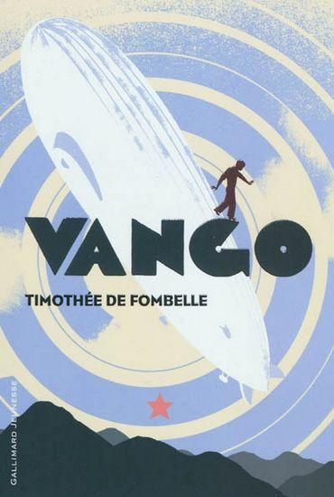 Paris, 1934. Sur le parvis de Notre-Dame, une course-poursuite s'engage entre la police et Vango, 19 ans, qui allait être ordonné prêtre. Vango leur échappe. Il est accusé d'un crime.