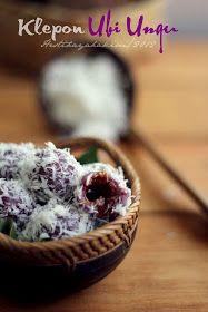 Masih dalam rangka memberdayakan ubi jalar ungu yang aku beli kemarin...hari ini aku bikin klepon ubi ungu. Membayangkan teksturnya y...