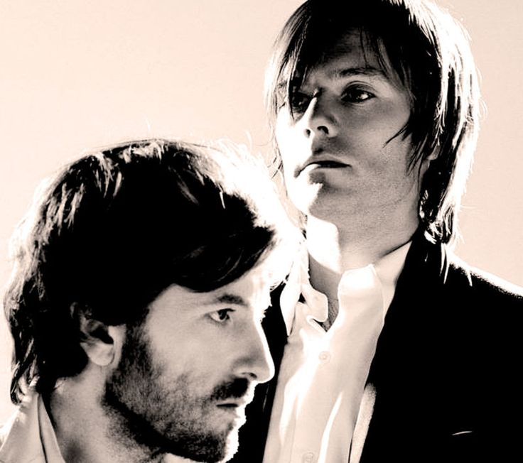 Air – Live In London – 1998 – Past Daily Soundbooth – Past Daily – Air - Live at Shepherd's Bush Empire, London - 1998 - Recorded by BBC 6 Music - Starting off the week with Air, the Psych/Electronic/Downtempo band from Versailles, recorded shortly after the release of their debut album Moon Safari, which went on to become... #albumcover #batterseapowerstation #britishmuseum