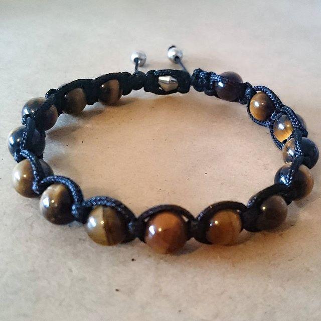 WEBSTA @ esmiliasmycken - Shambala knytning med tigeröga#shambala #tigereye #gem #Gems #agate #quartz #gemstones #ädelstenar #Jewelry #shambala #etsy #etsyshop #armband #smycken #ädelstenar #bloppis #loppis #shopping #malefashion #handmadejewelry #bracelet