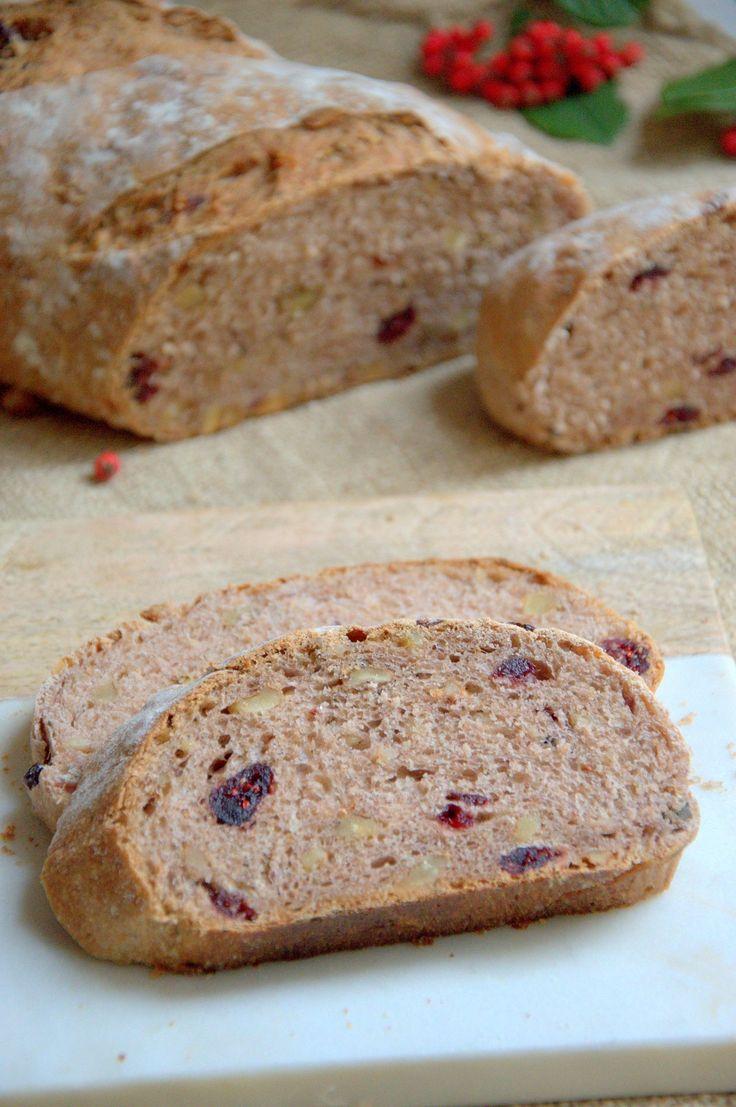 Este pan de nueces y arándanos es perfecto para el desayuno. Si no hacéis pan porque os parece difícil quitad los miedos y probad