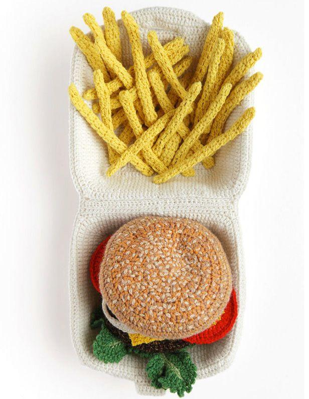 Hamburguesa y patatas de crochet