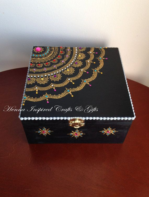 Artículos similares a Handpainted Wooden Jewelry Box, Black Jewellery storage box, Trinket Box, Keepsake box, Henna inspired, Unique gift, Birthday Gift en Etsy