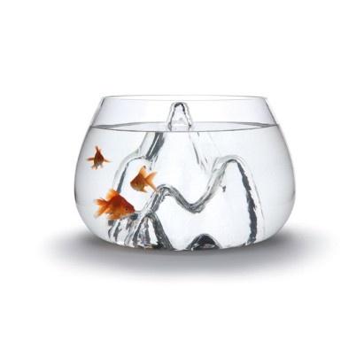 De Glasscape van het Amerikaanse ontwerpbureau Aruliden is een echte verkoopstopper. Dit niet van humor verstoken aquarium kreeg in 2011 een Red Dot Design Award en moet sindsdien een van de meest gepubliceerde designvisbokalen ter wereld zijn. Voor het handgeblazen kunststukje betaal je 110 pond via de Britse The Conran Shop. Maar let op, want het is een delicaat product om te verzenden.Zo'n 125 euro    -  aquarium , fishbowl