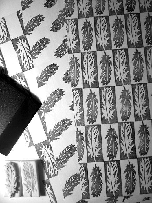 Selbstgemachte Stempel sind eine einfache und schöne Art alle möglichen Dinge zu verzieren wie Geschenkpapier, Grußkarten, Anhänger etc.