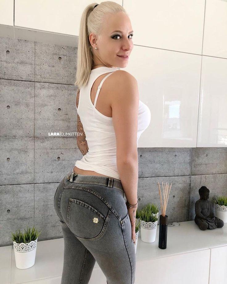Laura Cum Kitten