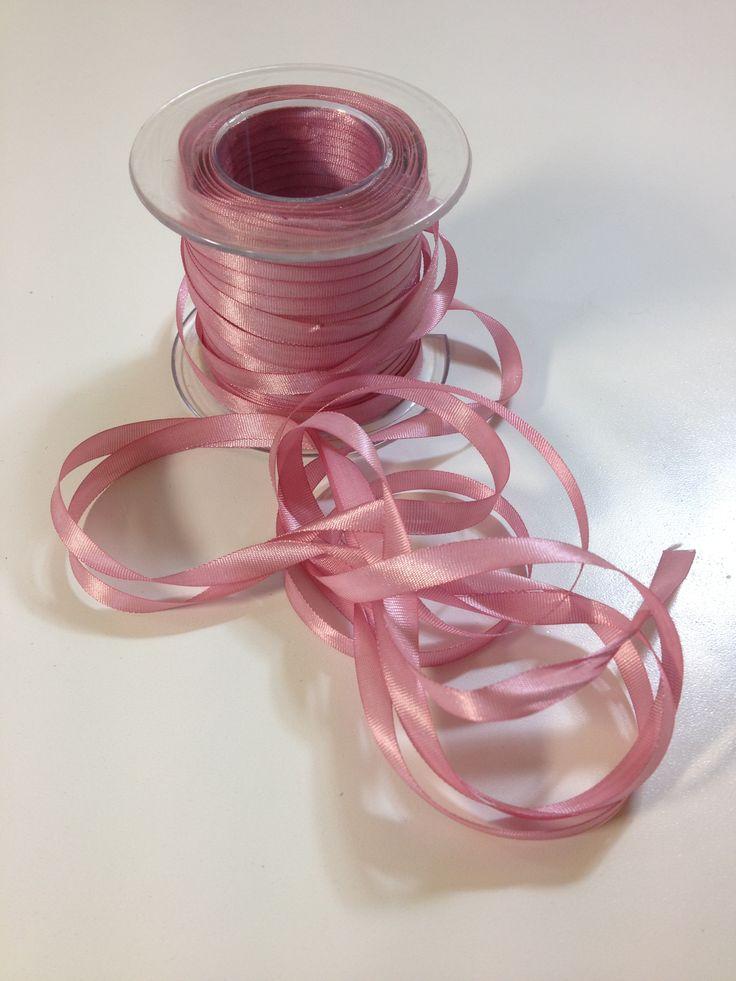 Cinta de Seda, de 4 mm, en varios colores. Precio muy tentador, 3 metros a 1 € en nuestra tienda online www.telasytentaciones.com