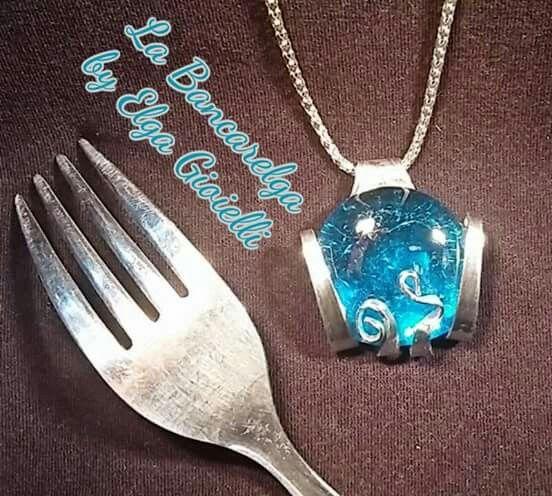 """Ciondolo realizzato con una forchetta e pietra azzurra  Visita la pagina Facebook """"La Bancarelga by Elga Gioielli"""" Remember to like on my Facebook page """"La Bancarelga by Elga Gioielli""""  #gioielli #jewels #fattoamanoinitalia #fashion #handmade #madeinitaly #artigianato #madewithlove #madewithlove #fashion #pezziunici #pezziunicirealizzatiamano #posate #forchetta #forchetta #fork #forchettadadolce #pastryfork  #ciondoli #collane #ciondolo #necklaces #necklace #pendant #azzurro #trasformazione"""