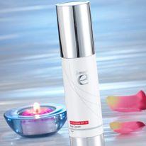 Dagkräm med UV-skydd   En kräm som tillför huden näring och fukt samt skyddar den mot UV-strålar samtidigt som den  gör huden jämn och mjuk. Krämen berikats med vitamin E och noggrant utvalda örter för att stärka huden och skydda den mot skadliga fria radikaler. http://kaffe.dxninfo.com/products