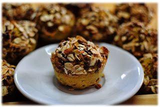 Volete fare i dolci senza burro? Sostituitelo con l'avocado e seguite questa semplice ricetta, fotografata passo per passo, dei  muffin con avocado, carote e noci (ovviamente senza burro).