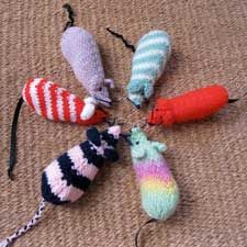 1000+ images about Knitted mice on Pinterest Free pattern, Knitting yarn an...