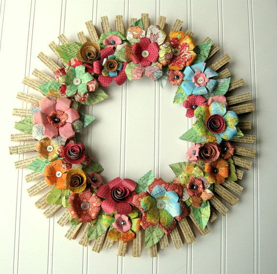 Great clothespin floral wreath.: Clothespins Flowers, Clothespins Floral, Crafts Ideas, Paper Wreaths, Paper Flowers, Flowers Wreaths, Spring Wreaths, Clothespins Wreaths, Floral Wreaths