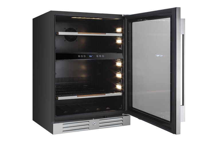 "CAVAVIN  |  5.0 CF Beverage Center •	Built-in or freestanding installation  •	Single zone ranging between 4-10°C (39-50°F) •	Transition LED lighting (as door opens) with on/off switch •	2 handle choices included (PRO & DESIGN) •	4"" stainless steel kickplate mounted with security lock"