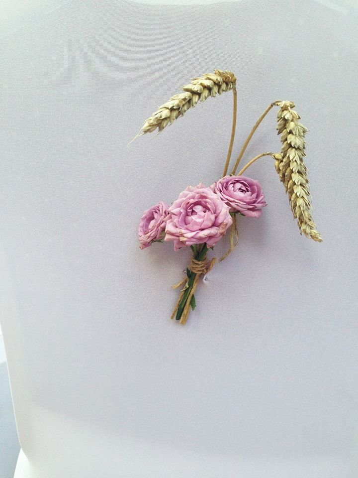 Flowers and wheat for chairs decorations
