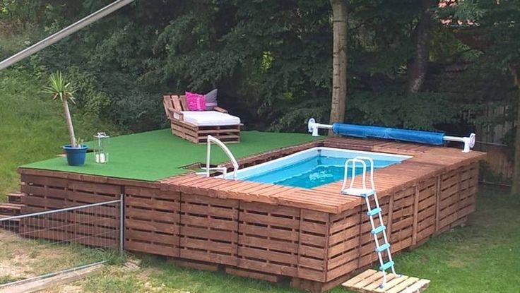 Wenn man ans Schwimmbad denkt, denk man oftmals an hohe Kosten. Trotzdem muss es nicht teuer sein wenn man kreativ ist und die Materialien hat. Mit Paletten oder sonstigen Materialien kann man schon viel machen. Schauen Sie sich diese tollen Pools an… sehen Sie sich schon darin entspannen??