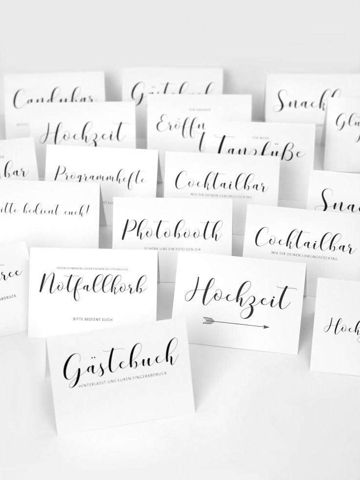 Diese hübschen Schilder mit Calligraphieschrift könnt ihr als Vorlagen für eure Hochzeit ganz einfach downloaden und ausdrucken.