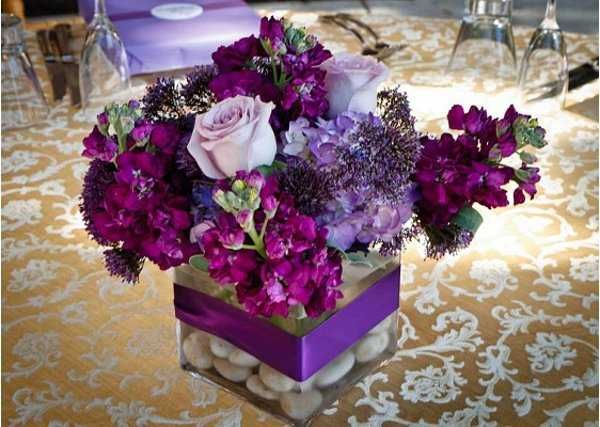 Centros de mesa para bodas violetas y velas buscar con - Mesas de centro de colores ...