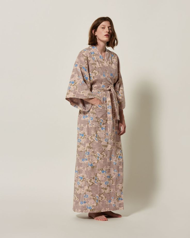 Cross-hatch floral print cotton. Kimono sleeves. Patch pockets. Wide tie belt.
