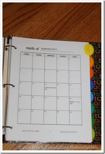Mom-binder for homeschooling... Some good tips including prayer journal, meals, attendance records and lesson plans..