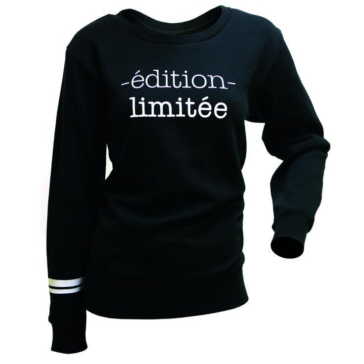 Sudadera Tita Negro Sudadera de mujer con print de letras en la parte frontal y detalles en color blanco en una manga. Disponible en colores negro y marsala. Composición: 80% ALGODÓN, 20% POLYESTER Tallas desde la XS hasta la XL
