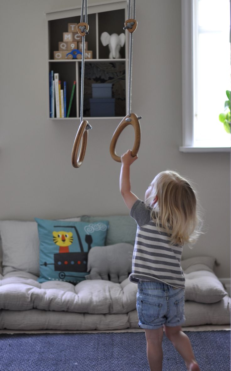 Lillagunga gymnastic Rings in oak with grey ropes by Josefin Netz