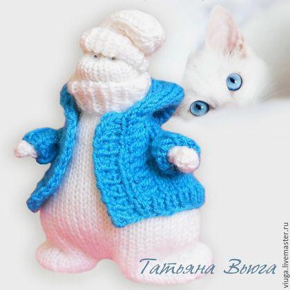 Снеговик вязаный спицами,игрушка вязаная шерстяная, игрушка интерьерная, мягкая, игрушка декоративная ручной работы,  подарок на день рождения, подарок любимой, подарок ручной работы, интерьер спальни