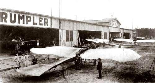De Duitse luchtmacht tijdens de Eerste Wereldoorlog: Een Etrich-Rumpler-Taube bij de Rumpler-vliegschool op het vliegveld Johannisthal bij Berlijn