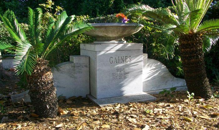 Steve Gaines, 1949-1977 (cause of death: Plane crash) ~ Buried at Jacksonville Memory Gardens, Orange Park, Florida *Band Lynyrd Skynyrd