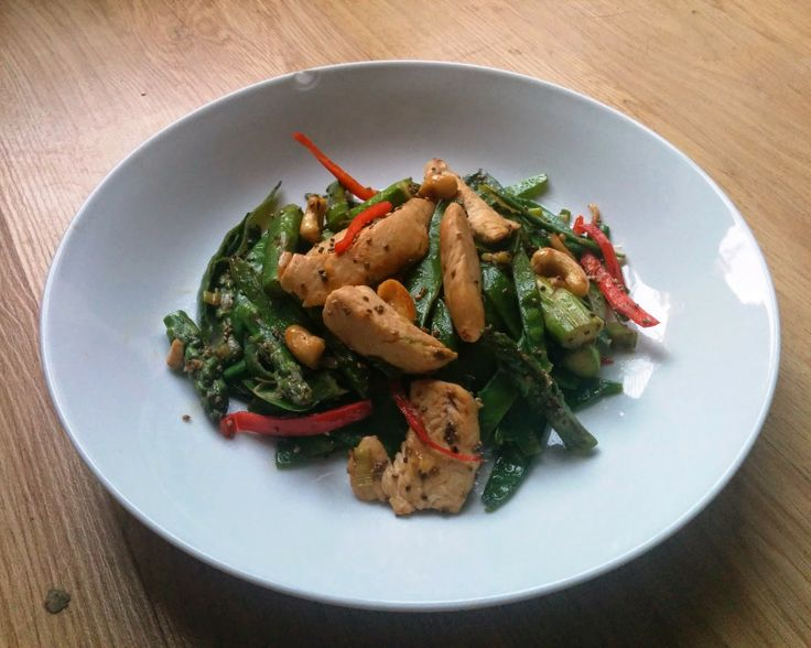 James Duigan's Clean & Lean Stir-fry. Chicken, asparagus and cashews.