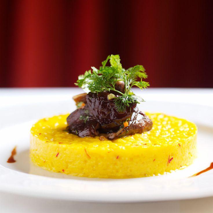 Découvrez la recette Risotto au safran et ragoût de champignons mixtes sur cuisineactuelle.fr.