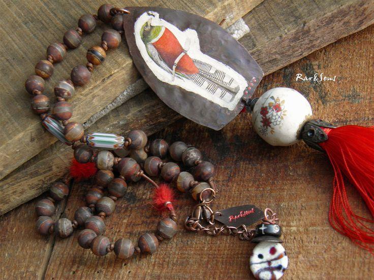 Collier nomade pendentif oiseau en cuivre,collier hippie,collier bohémien,look ethnique,inspiration tribale,rouge,vert,ivoire,cuivré : Collier par rare-et-sens
