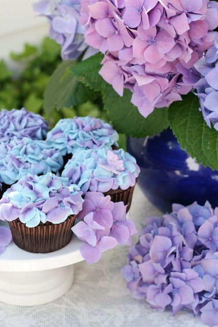hydrangea cupcakes..so pretty